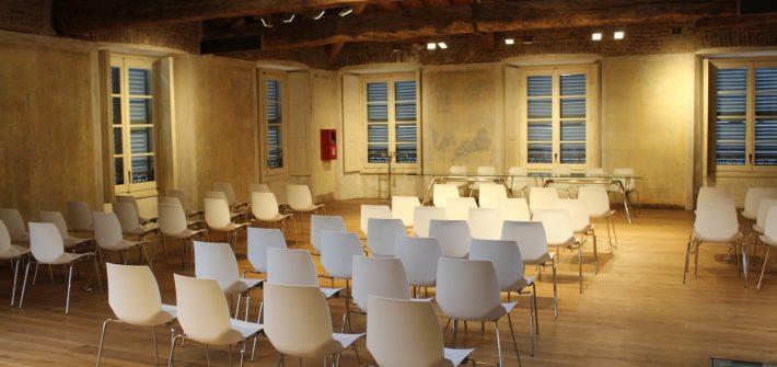 Pourquoi choisir une disposition de salle en théâtre pour son séminaire